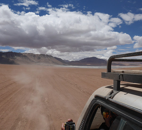 Drive through the desert of the Bolivian Altiplano